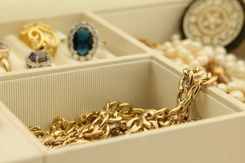 Fabriquez des rangements pour vos bijoux - Fabriquer ses boucles d oreilles ...