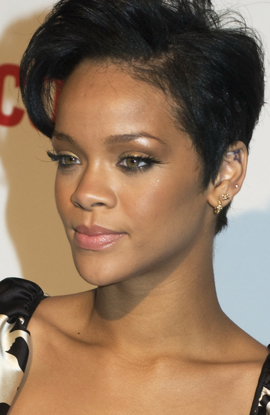 Coupe de cheveux court rihanna for Coupe de cheveux court de star