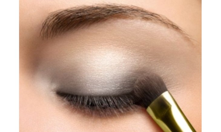 Comment réaliser un maquillage gris ?