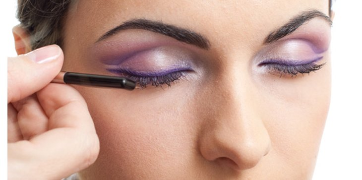 Comment réaliser un maquillage violet ?