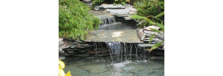 Comment installer un bassin ou une fontaine dans le jardin for Film pour bassin