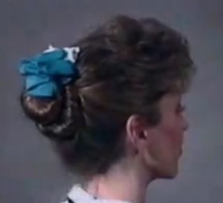 Video coiffure - coupe cheveux longs - double chignon